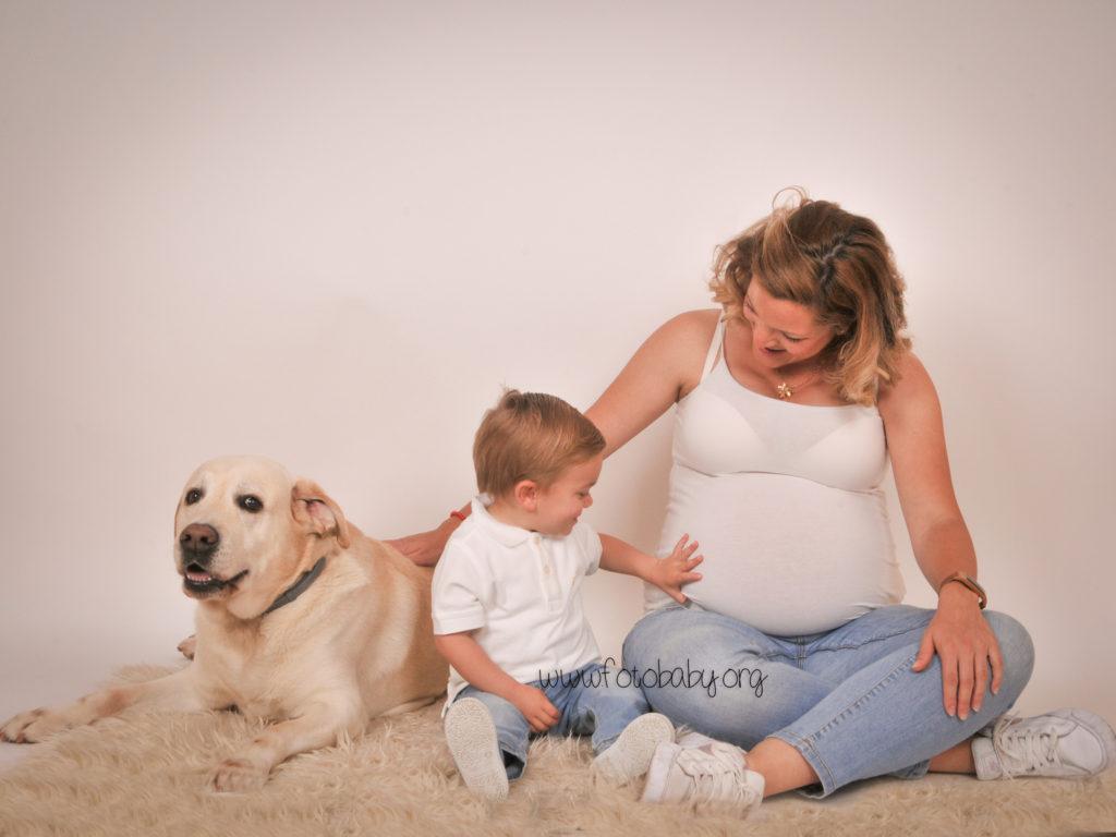 Fotografías-de-embarazada-en-Granada-FotoBaby-fotografos-profesionales-estudio-exteriores-infantil