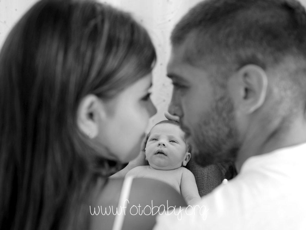 Fotografo-especializada-en-recién-nacidos-embarazos-bebés-y-familias-FotoBaby