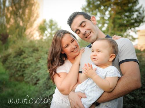sesiones familiares en exteriores granada bebe fotobaby fotografos fotografa reportajes infantiles (1) (3)